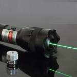 緑レーザーポインター 眩しい機能